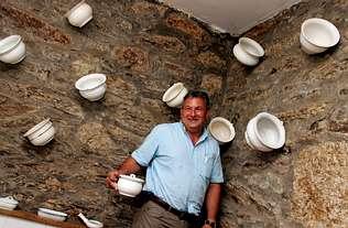 Un cuarto de baño convertido en museo de orinales